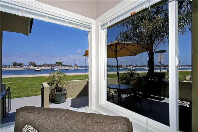 3676 Bayside Walk - Waterfront - Luxurious Vacation Retreat W/ Patio - Image 1 - Mission Beach - rentals