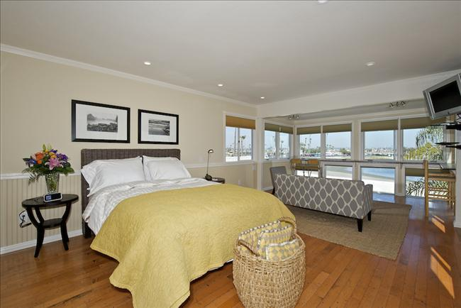 #840 - BAYFRONT Loft with Private Deck! - Image 1 - Mission Beach - rentals