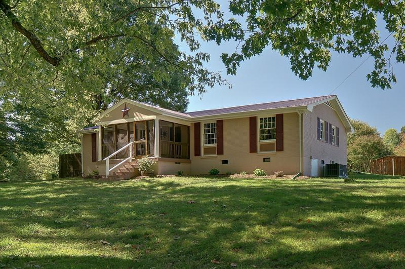 Enjoy Music city then retreat to newly renovated 3 bed home, 6 acres, surrounded by oak & maples. - 3 Bedroom - Nashville's Nature & Outdoor Paradise - Nashville - rentals