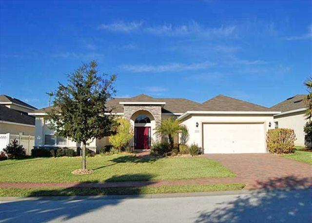 Front View - AMERICAN MANOR: 4 Bedroom Home with 4 Master Suites - Davenport - rentals