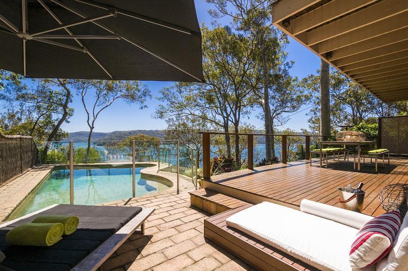 Sun, Sea and a good book - KAMEKURA Avalon - Your Perfect Villa Choice - Sydney - rentals