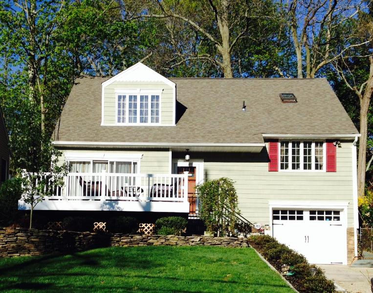 EXTERIOR FRONT - Sunny Cozy One Bedroom Apartment in Huntington, NY - Huntington - rentals