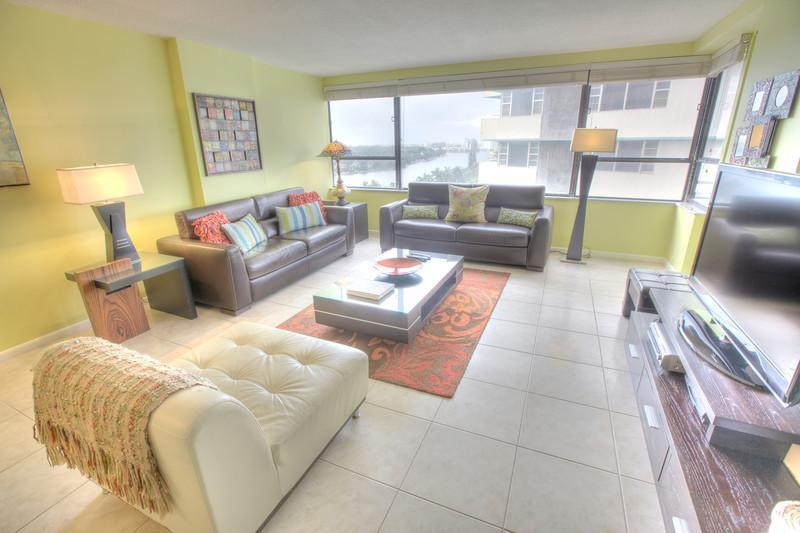 Living Room - Stylish 2 BR in Miami Beach - Suite 1218 - Miami Beach - rentals