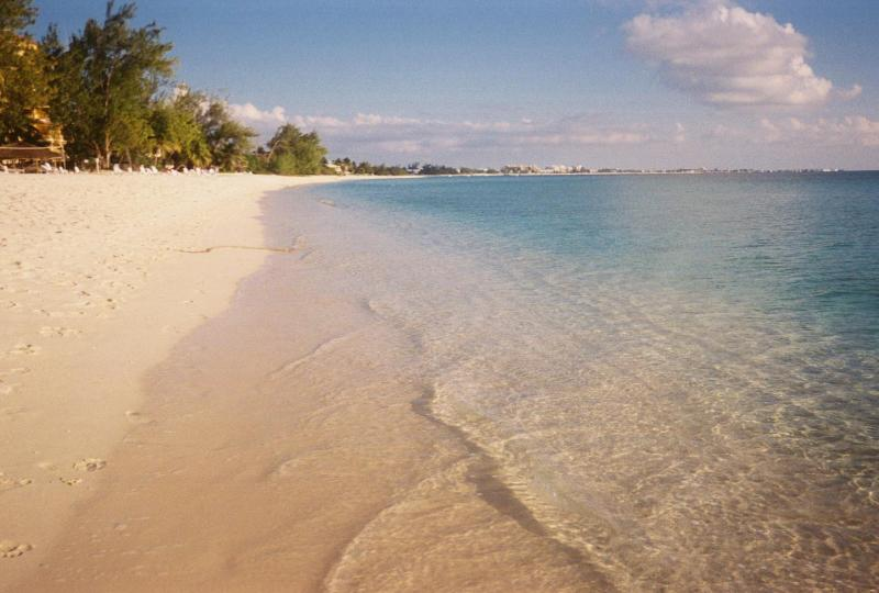 7 Mile beach looking toward Georgetown - GroundFloor 2BR2BA BeachCondo-Christopher Columbus - Grand Cayman - rentals