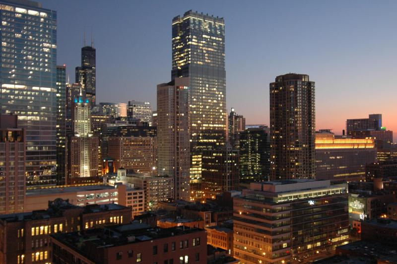 Enjoy stunning city views looking west and south. - Magnificent Mile Corner Unit on 28th Floor - Chicago - rentals