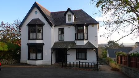 Pet Friendly Holiday Cottage - Glenwood House, Tenby - Image 1 - Tenby - rentals
