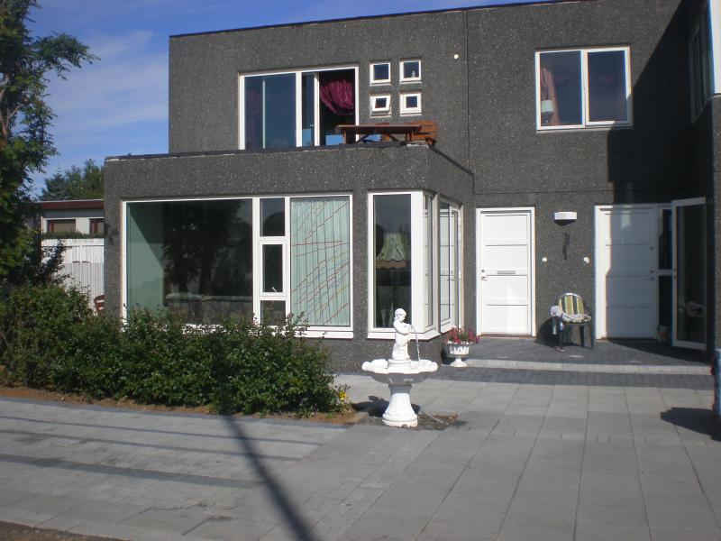 One bedroom apartment,car incl. In Seltjarnarnes. - Image 1 - Reykjavik - rentals