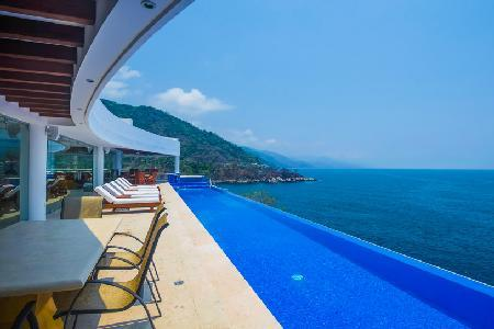 Casa La Vista with infinity pool, whirl pool spa and swim-up bar & Full floor game room - Image 1 - Mismaloya - rentals
