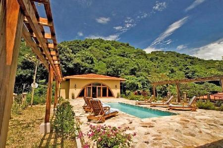 Villa Diecinueve boasts lush greenery & wildlife with pool and ensuite - Image 1 - Guanacaste - rentals