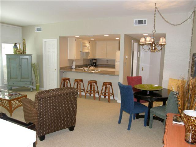 Spacious living area - Charming Carriage House in the Historic District - Savannah - rentals