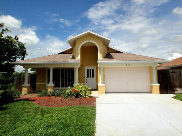 Facade - Vanderbilt Breeze Villa-Walk to Beach-Private pool - Naples - rentals