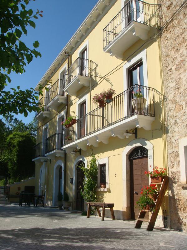 Quaint & cozy apartments in the italian Apennines - Image 1 - Santo Stefano di Sessanio - rentals