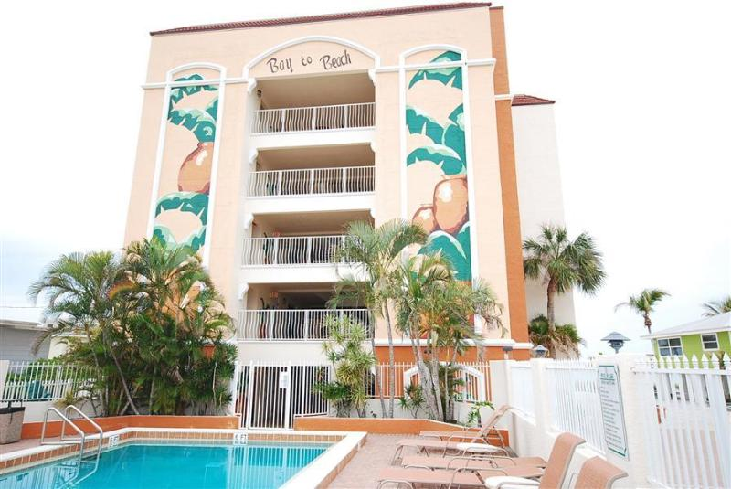 Bay to Beach Boutique Resort- Dominica Penthouse Condo - Image 1 - Fort Myers Beach - rentals