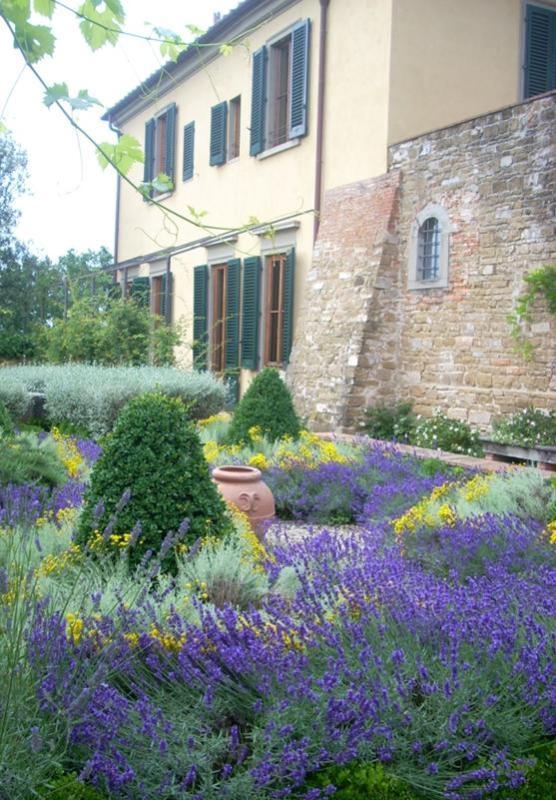 Villa La Campora's formal garden - 4 Bedroom Countryside Villa in Tuscany - Florence - rentals