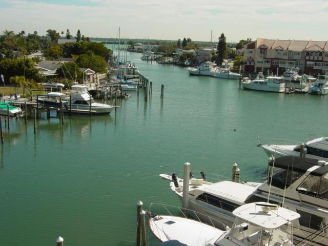 Beautiful waterviews from balcony and living room - Beautiful Sunrise at Madeira Bay - Madeira Beach - rentals