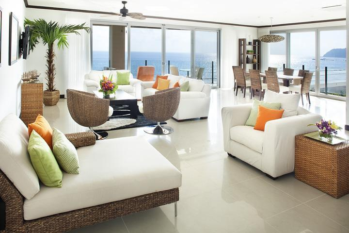 Spacious living room tastefully decorated - Nicest Condo in Jaco! 4 bedr. penthouse 7th floor - Jaco - rentals