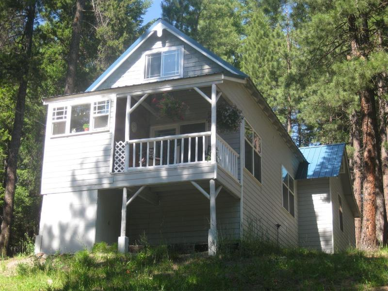 House on the hill - Cozy 2 bed Cabin in the Beautiful Teanaway Valley - Cle Elum - rentals