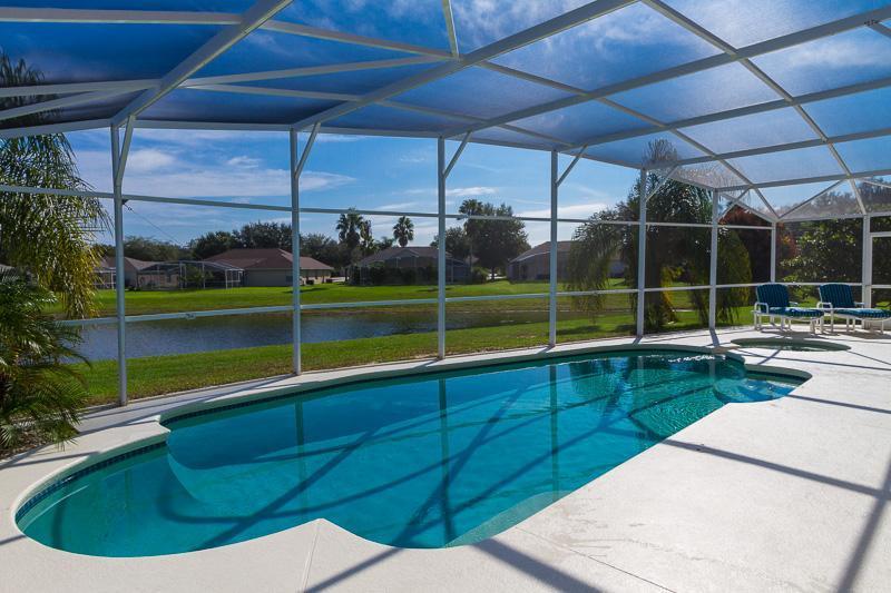 Lakeside setting - Sunlake View - Davenport - rentals