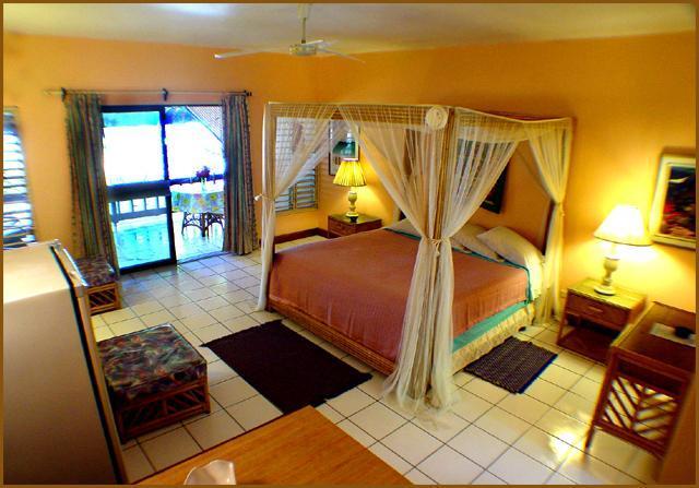 BEACH FRONT Sundeck/Verandah Suite w/ kitchen - Image 1 - Negril - rentals