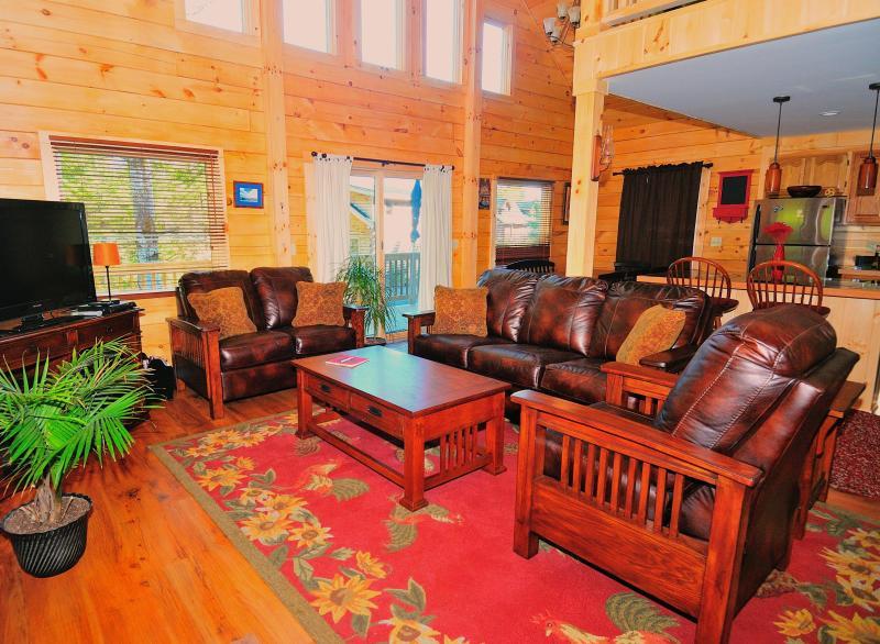 Open Concept Living Room - Beautiful New Log House - 4 bedrooms sleeps 10-12 - Lake Placid - rentals