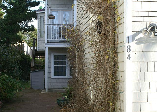 COURTYARD B with hottub in the heart of MANZANITA - Image 1 - Manzanita - rentals
