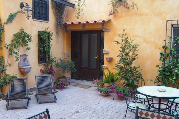 CR631 - Apartment Cleopatra - Image 1 - Rome - rentals