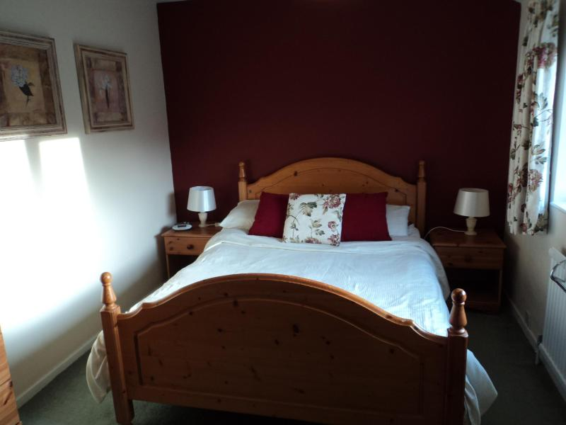 Double bedroom - Cuckstool Cottage, Denby Dale, nr Holmfirth, Yorks - Denby Dale - rentals
