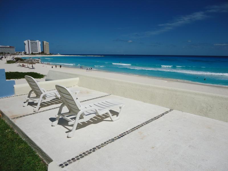 top deck (next to kiddie pool) - OCEAN DREAM CANCUN 1 BR CONDO:BEACH, KITCHEN - Cancun - rentals
