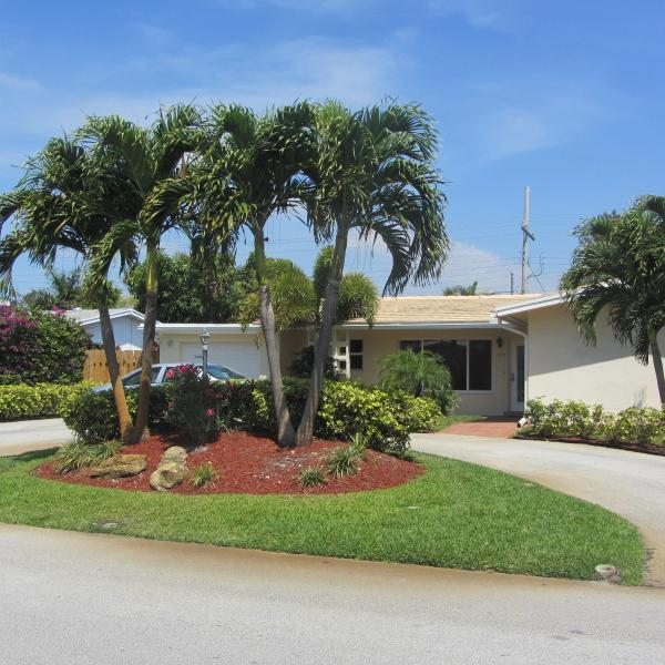 Front of Fashionable Beach House - Fashionable Beach House Paradise With Pool - Fort Lauderdale - rentals