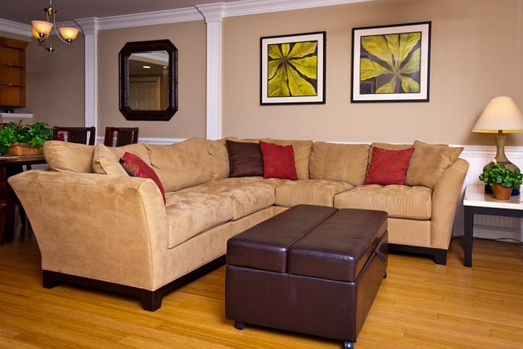spacious living room with sectional sofa - Pool view luxury 3 br close to Pier and ocean - Tybee Island - rentals