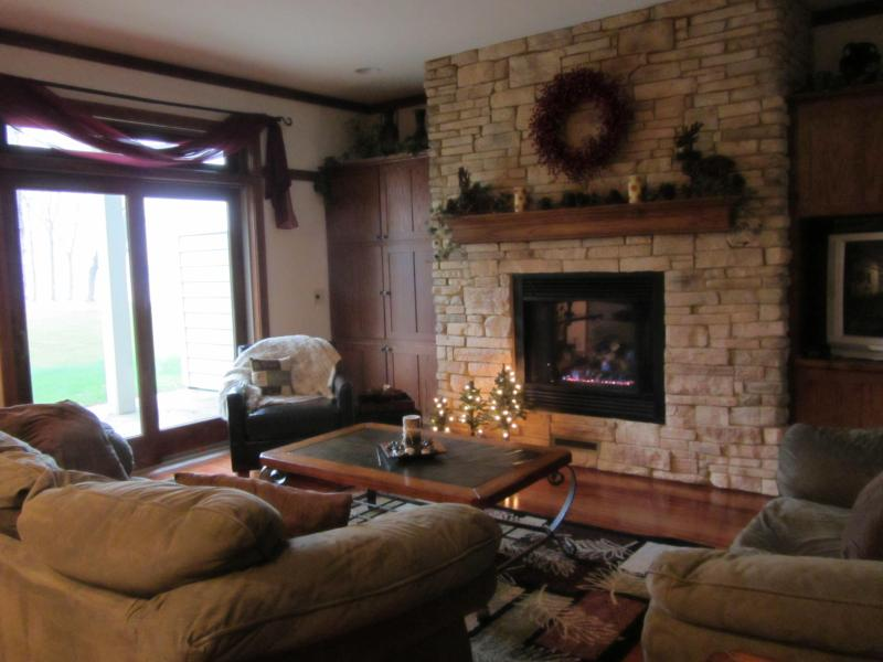 Entertaining and Inviting Family Room with Patio overlooking lake - Luxurioius Lakefront Condo with Pontoon Rental - Marquette - rentals