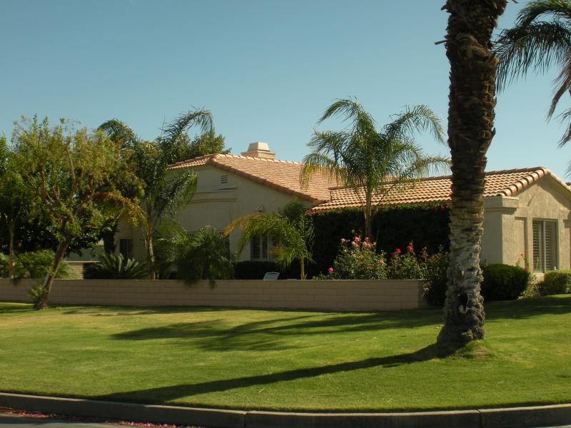 Greenbelt and Side of Home - Desert Oasis - La Quinta - rentals