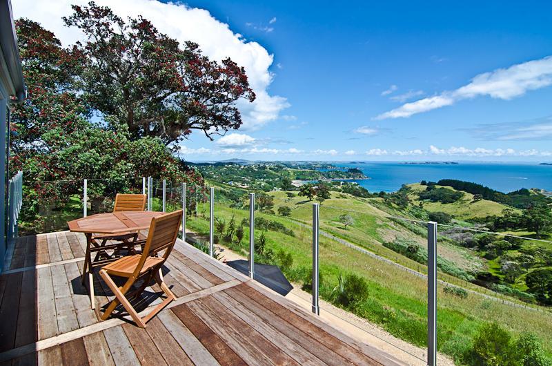 Outside deck holiday house Onetangi Waiheke Island - Luxury Holiday House, Onetangi, Waiheke Island - Waiheke Island - rentals