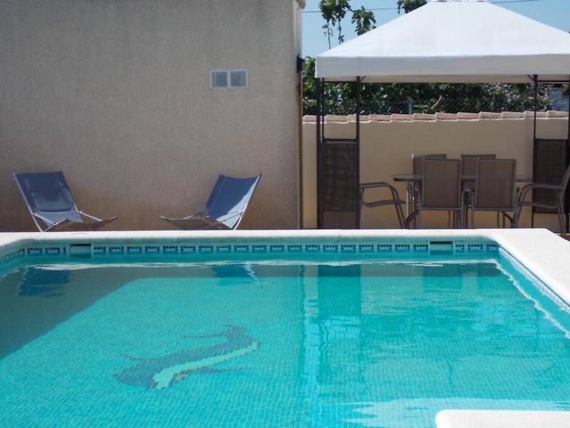 Chill by the pool or dine under the shady pergola - Luxury villa w/private pool, WiFi,  A/c ,BBQ - Chiclana de la Frontera - rentals