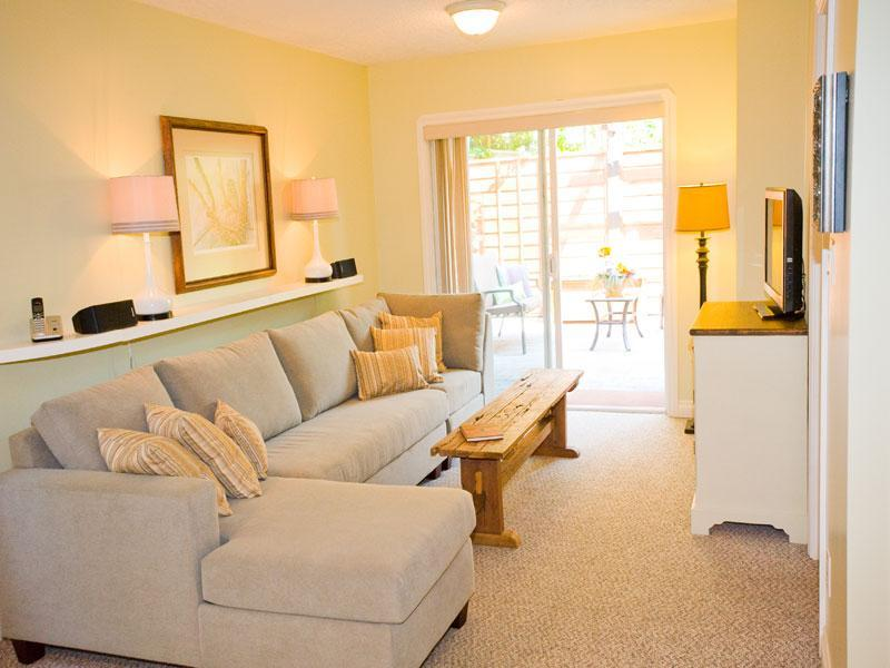 Comfortable Living Room Sectional with Chaise Lounge & Entertainment Centre - Fresh, Stylish, 1 Bedroom Patio Suite with Garden - Sidney - rentals