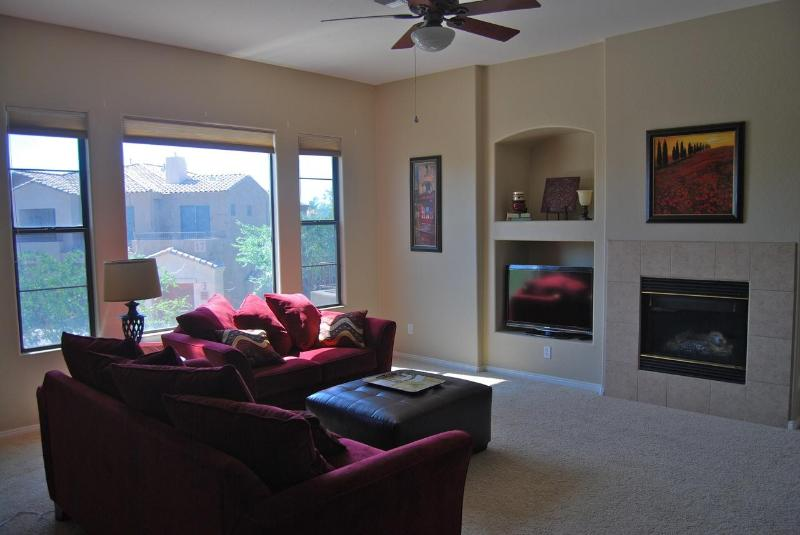 Living Room - Luxury Condo in gated golf resort / South Mountain - Phoenix - rentals
