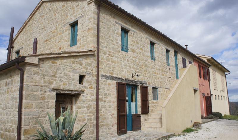 The farmhouse La Fattoria, newly restored - BIO Fattoria Fontegeloni, LA TORTORA, 80 m apart. - Italy - rentals