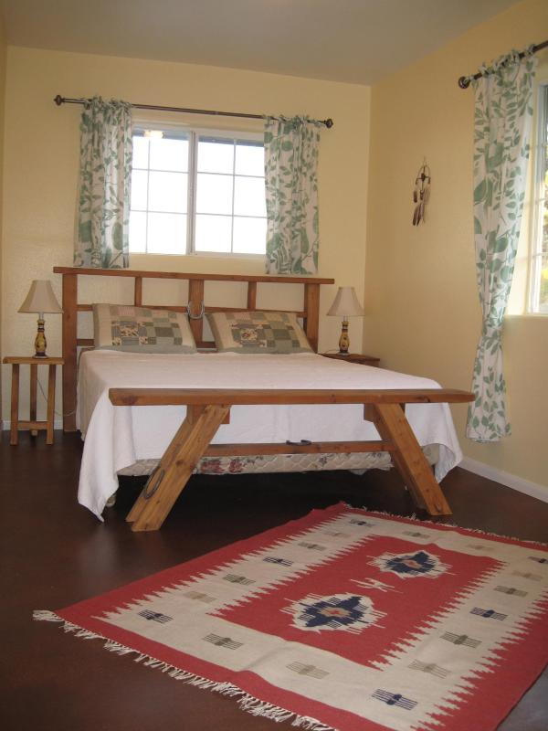 Bedroom with queen bed - Ranch Vacation - Desert Retreat near Joshua Tree - Yucca Valley - rentals