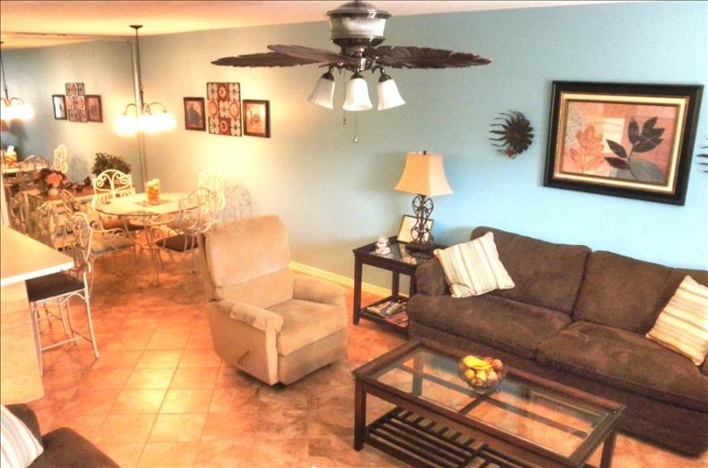 Quaint 2 Bedroom Townhome with Pool on Gulf Highlands - Image 1 - Panama City Beach - rentals