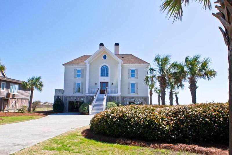 Front Exterior - Oceanfront 6 Bd, 4 Ba, Heatable Pool!! - Isle of Palms - rentals