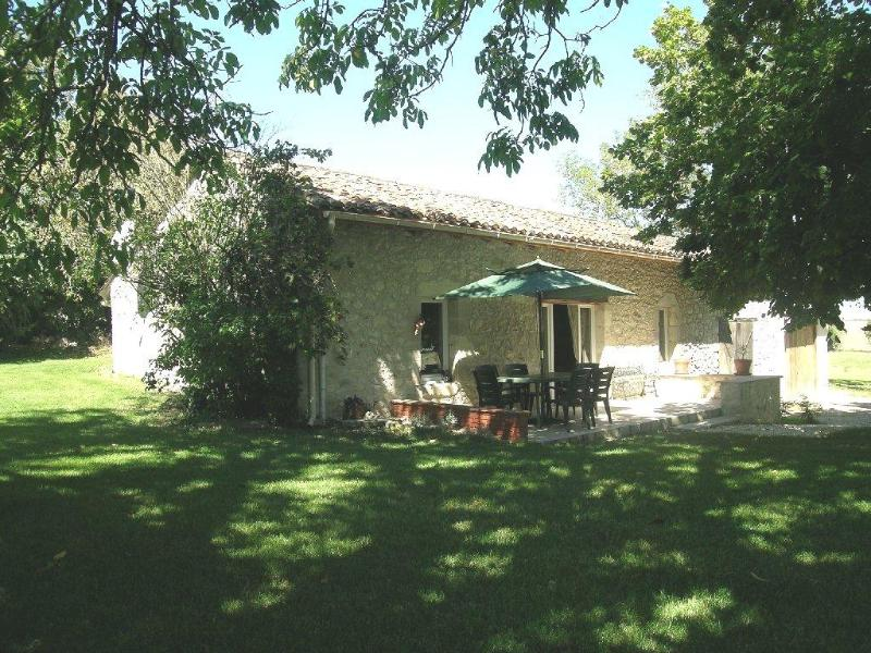 2 Bedroom Cottage in Dordogne - Lot et Garonne - Image 1 - Monflanquin - rentals