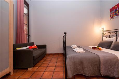 Plaza Real Apartment D - Image 1 - Barcelona - rentals