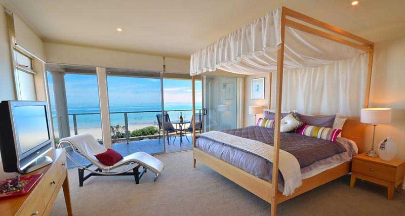 Bedroom Suite of Adelaide Luxury Beach House - Adelaide Luxury Beach House-Award Winning holiday - Henley Beach - rentals