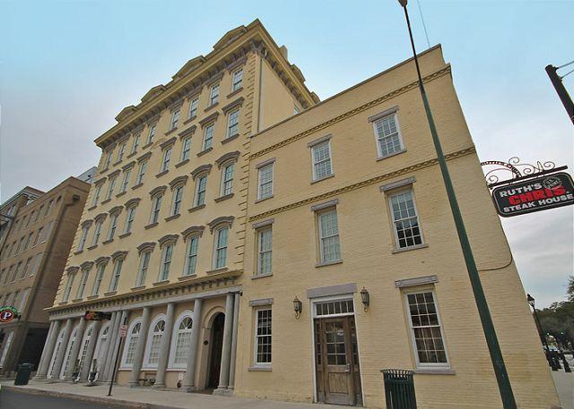 SVR-00300 Luxury Condo Bay Street - Image 1 - Savannah - rentals