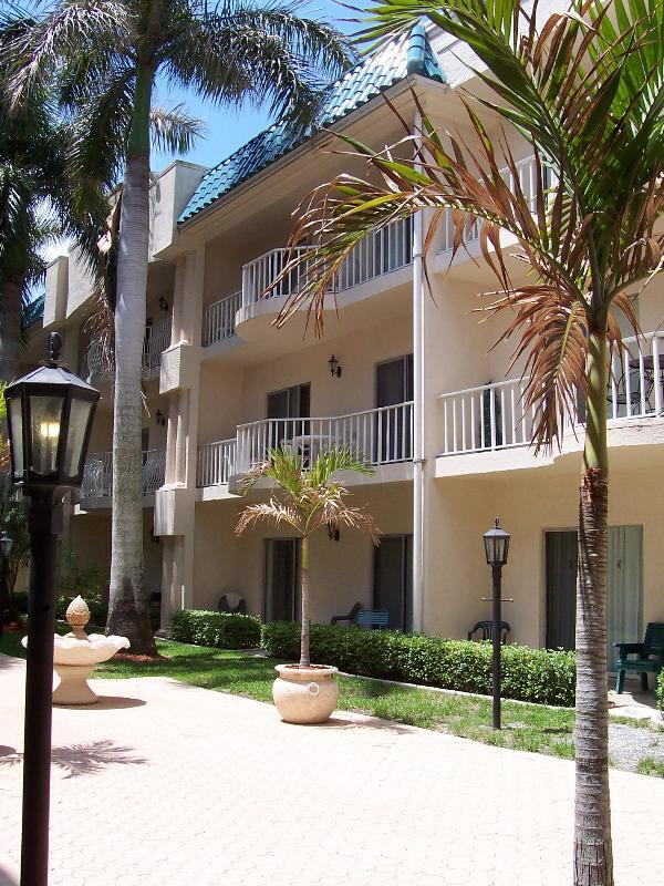 Palm Bay Club  Private Beach 3 min. - Pool, jacuzi - Image 1 - Siesta Key - rentals