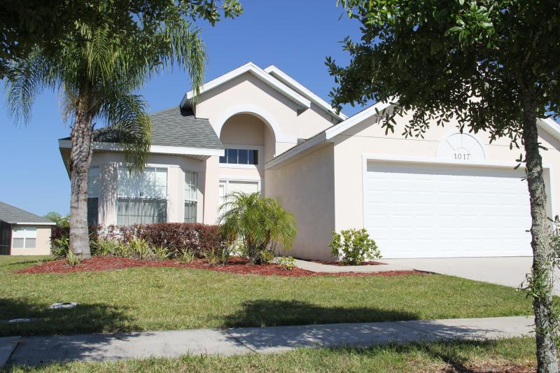 Pearl Villa, Charming Getaway with access to a Gym - Image 1 - Kissimmee - rentals
