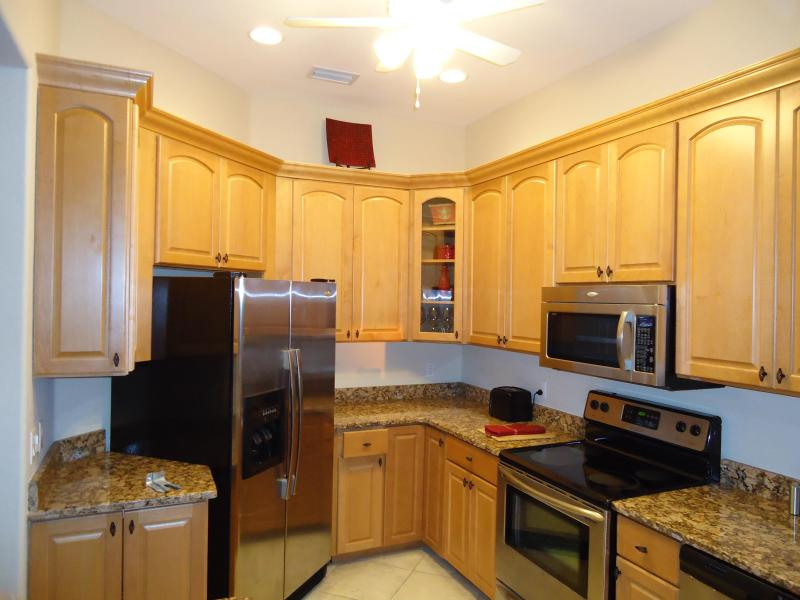 Wonderful Kitchen makes Dining in easy - 2 BR, Great location PGI, Near Fishermen's Village - Punta Gorda - rentals
