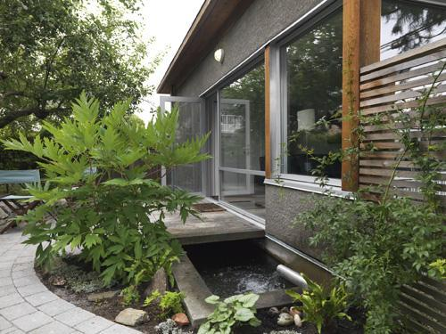 Garden House - Front - Charming Urban Cottage, Quiet Patio, Garden, Pond - Vancouver - rentals