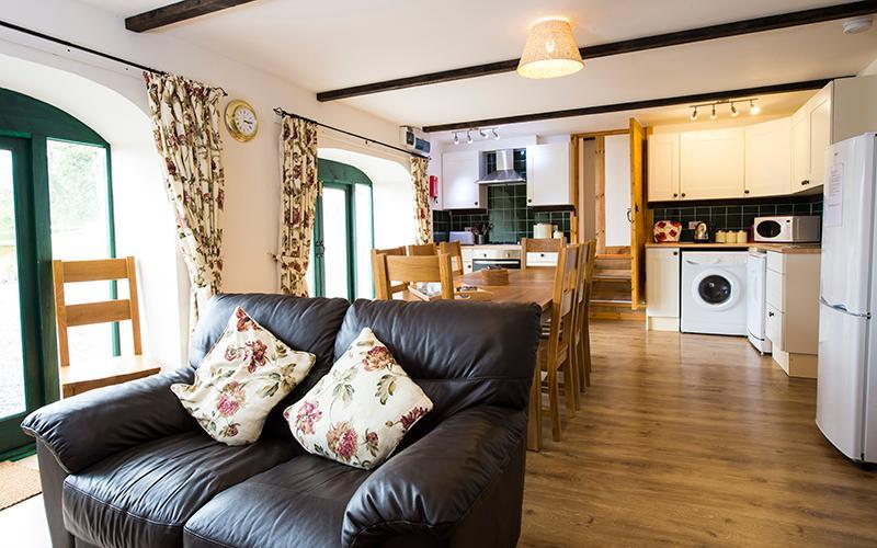 Pet Friendly Holiday Cottage - Rowan, West Grove Barns, Hundleton - Image 1 - Hundleton - rentals