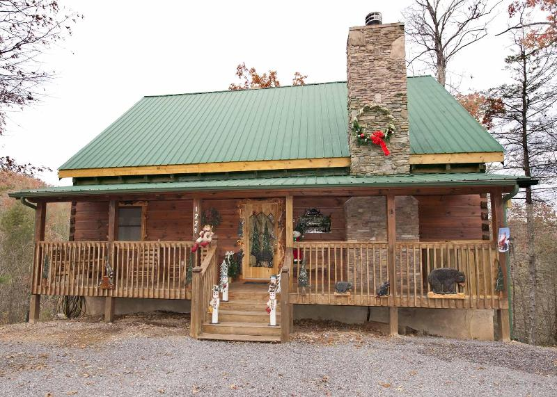 Robin and Cams Cabin at Christmas - Can't Beat the Amenities, Comfort, & Convience - Pigeon Forge - rentals